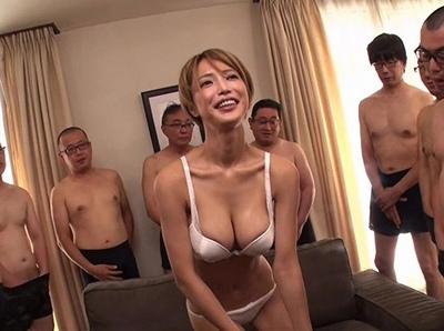 巨乳のお姉さんの、大量顔射エロ動画!【お姉さん動画】