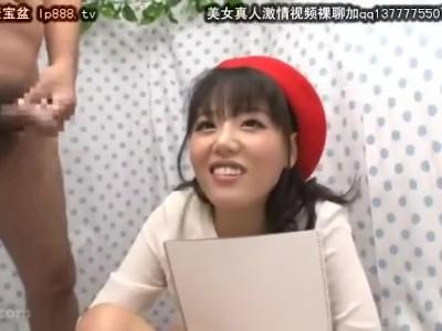 スレンダーな巨乳の美少女素人の、バック手コキ無料H動画。【美少女、素人動画】