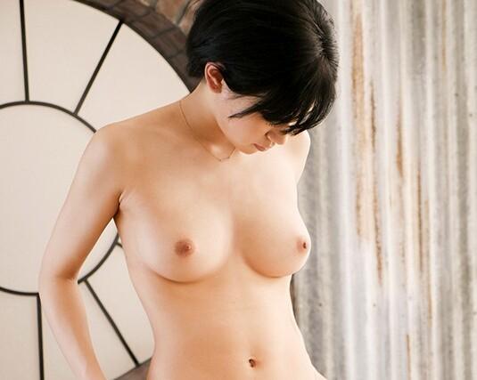 スレンダー美人スリムな巨乳のJDの、パイズリ無料H動画!【JD動画】