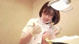 【エロ動画】美人色白でエロい巨乳の歯科衛生士痴女、深田えいみの手コキ乳首責め乳首舐めプレイがエロい。実にパーフェクト!