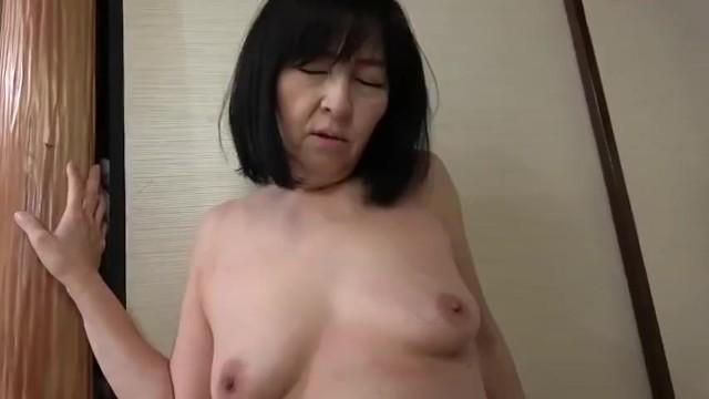 【熟女 レイプ】六十路の熟女の、レイプ母子相姦プレイエロ動画。