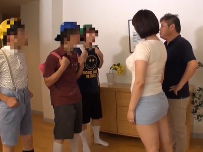 巨乳のショタの、集団輪姦無料エロ動画。【ショタ動画】