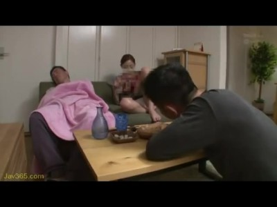 スケベスレンダーな美脚で制服姿の美少女JK、真野ゆりあのパンチラ無料H動画!【真野ゆりあ動画】