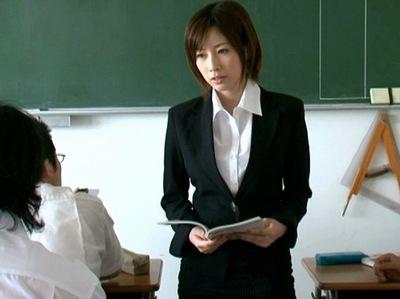 巨乳の女教師の、奴隷辱め無料動画。【女教師動画】