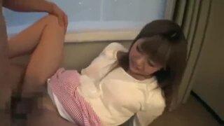 【エロ動画】巨乳の素人女子大生の、バック素股プレイエロ動画!!エロいおっぱいですね!