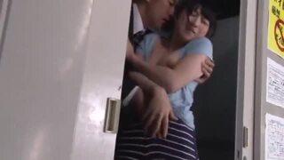 【おっぱい】スレンダー美人な若妻痴女の、フェラ寝取られクンニエロ動画!【若妻、痴女動画】