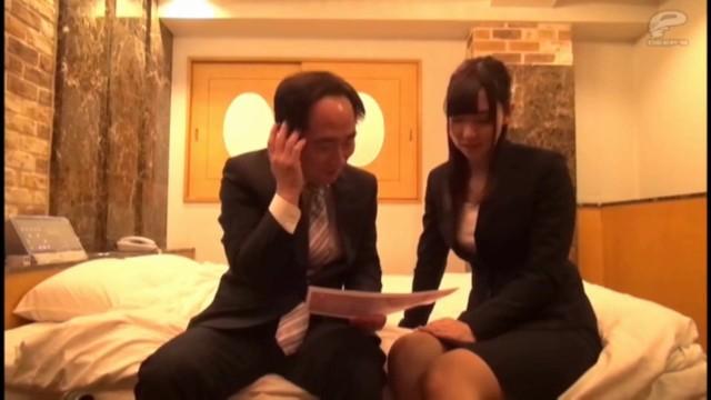 ホテルにて、スレンダー美人なOLお姉さんの、クンニフェラ無料H動画。【OL、お姉さん動画】