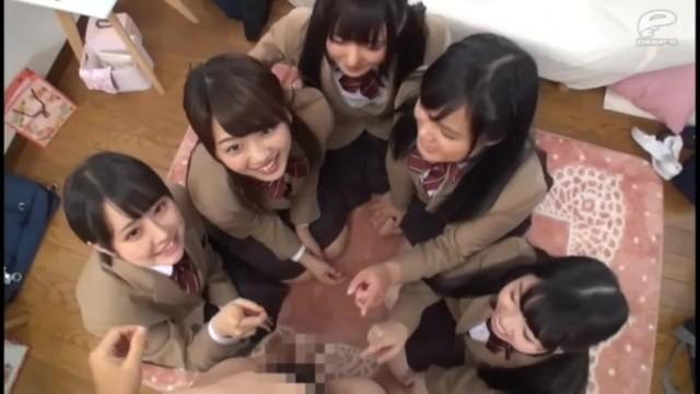 【童貞】淫乱スケベなパイパンで巨乳の女子校生JKの、イタズラ無料エロ動画。【女子校生、JK動画】