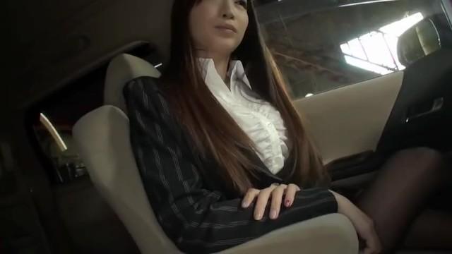 巨乳のOL、蓮実クレア(安達亜美)のカーセックスフェラ誘惑無料H動画!【蓮実クレア(安達亜美)動画】