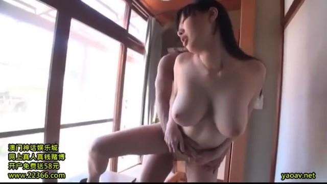 スレンダーな巨乳の性奴隷、桐谷まつりの3P奴隷輪姦無料H動画。【フェラ、大量顔射、調教動画】
