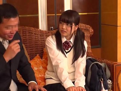 めがねの女子校生JKの、腰振りsex騎乗位無料エロ動画。【女子校生、JK動画】
