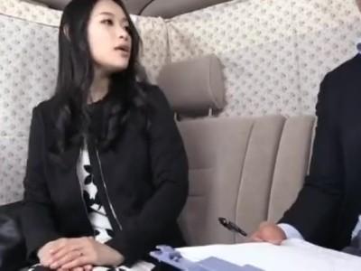 美人な素人人妻の、フェラ中出しカーセックス無料エロ動画。【不倫、電マ動画】