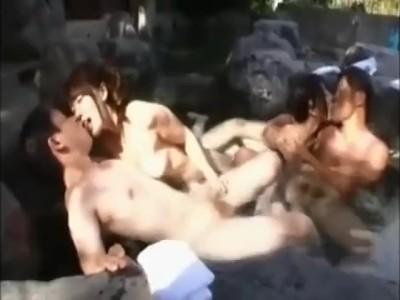 卑猥な美乳で巨乳の美女、上原亜衣の乱交フェラ無料H動画。【上原亜衣動画】