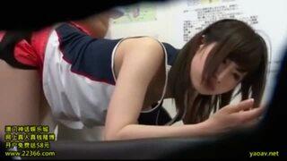 童顔なロリでアスリートの女子校生JKの、媚薬マッサージイタズラエロ動画!【女子校生、JK、美少女動画】