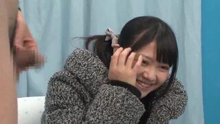 MM号にて、巨乳の美女の、騎乗位だいしゅきホールド筆おろし無料エロ動画!【手コキ動画】