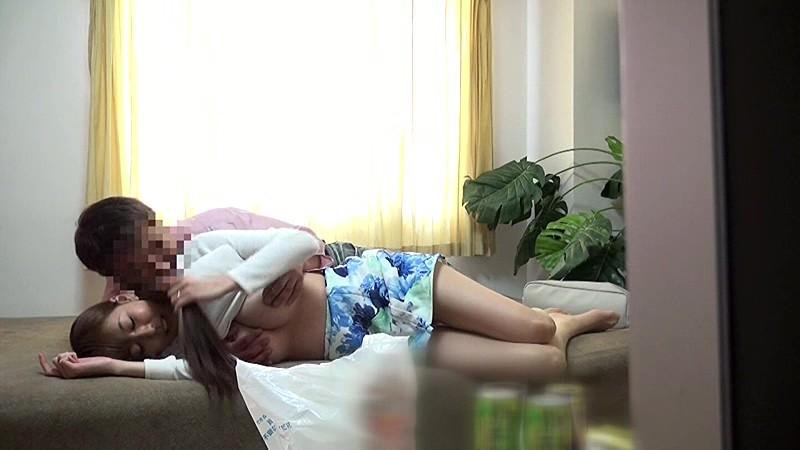 【乳首】巨乳の人妻素人の、隠し撮り手マン調教プレイが、自宅で!!いいおっぱいですね!