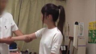 【おっぱい】スレンダーなロリで体操着姿の女子校生JKの、マッサージ無料エロ動画!【女子校生、JK、女学生、美少女動画】