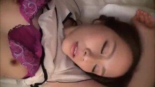 【おっぱい】スレンダーな貧乳で美乳の素人人妻の、手コキ昇天不倫無料動画。【フェラ動画】