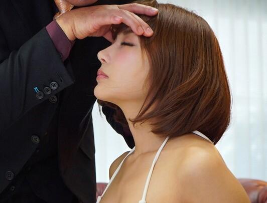 スレンダーな巨乳の美女、明日花キララのフェラセックス催眠無料エロ動画!【手コキ動画】