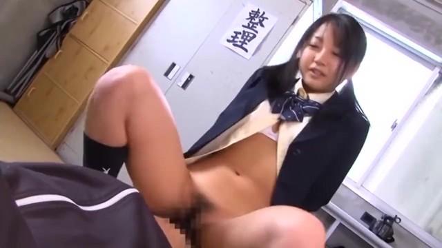 童顔なロリで制服姿の痴女女子校生の、M男顔射無料動画!【痴女、女子校生、JK動画】
