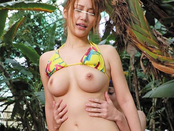 野外にて、水着姿の美女の、ハーレム羞恥中出し無料動画。【セックス、露出動画】