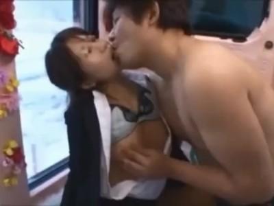 美乳の素人美女の、騎乗位即ハメ手コキ無料動画!【フェラ、sex動画】