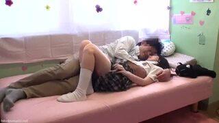 【風俗】スケベな貧乳でパイパンの女子校生JKの、フェラぶっかけ着エロ無料エロ動画!【女子校生、JK動画】