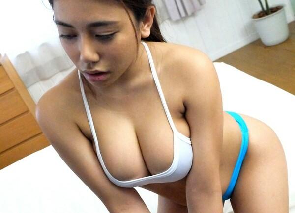 【松本メイ マッサージ】巨尻でムチムチのお姉さん人妻の、松本メイのマッサージフェラプレイ動画。