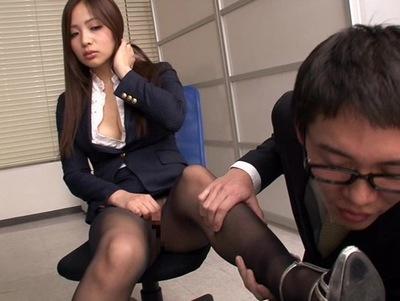 ムチムチでパンスト姿の同僚OLの、誘惑sex無料エロ動画!【同僚、OL動画】