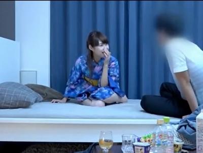 童顔な浴衣姿の美少女の、プライベート無料エロ動画。【美少女動画】