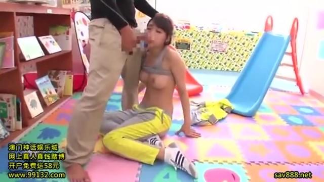 スケベな巨乳の女性の、失禁レイプ痴漢無料エロ動画。