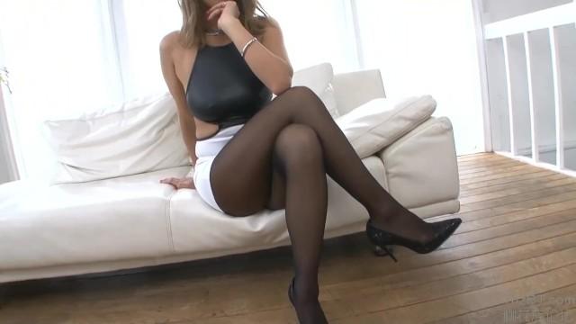 セクシー色黒なタイトスカートで美尻でパンスト姿の奥様人妻の、誘惑無料動画!【奥様、人妻動画】