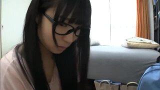 【エロ動画】激カワでエロいメガネの美少女アイドル、栄川乃亜の主観ベロチュープレイエロ動画。めちゃキュートです!