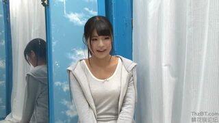 マジックミラー号にて、スケベな素人女子大生の、ベロチューフェラ無料H動画!【素人、女子大生動画】