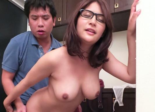 【めぐり 中出し】スケベでHなメガネの痴女お姉さん、めぐりの中出しプレイエロ動画!いい乳してます!【おっぱい】