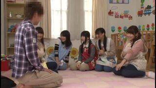 淫乱な着衣の痴女美少女の、主観手コキハーレム無料エロ動画!【乱交動画】