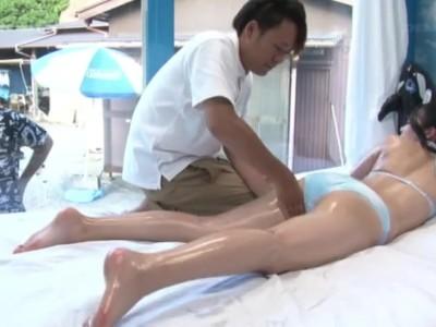 マジックミラー号にて、淫乱な女性の、浮気バックマッサージ無料動画。