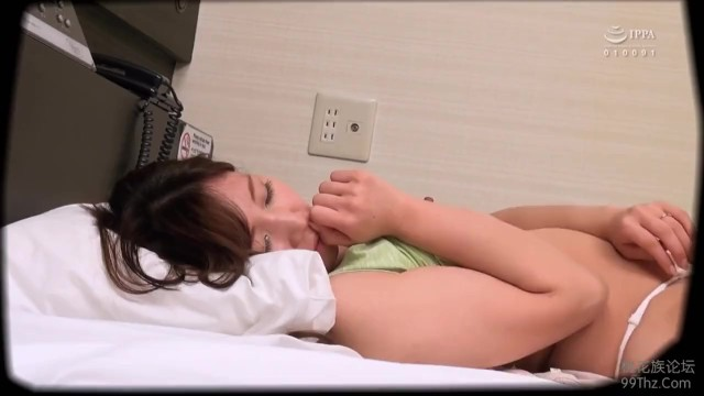 ラブホにて、泥酔無防備美人な巨乳の人妻奥様の、寝取られイタズラ無料動画!【人妻、奥様動画】