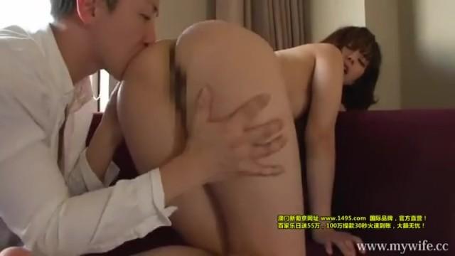スレンダー美人な素人人妻の、他人棒フェラクンニ無料動画!【不倫、手マン動画】