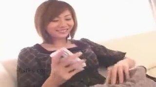 スレンダーな巨乳の女の子、麻美ゆまのフェラ立ちバック手コキ無料エロ動画!【顔面騎乗、騎乗位動画】