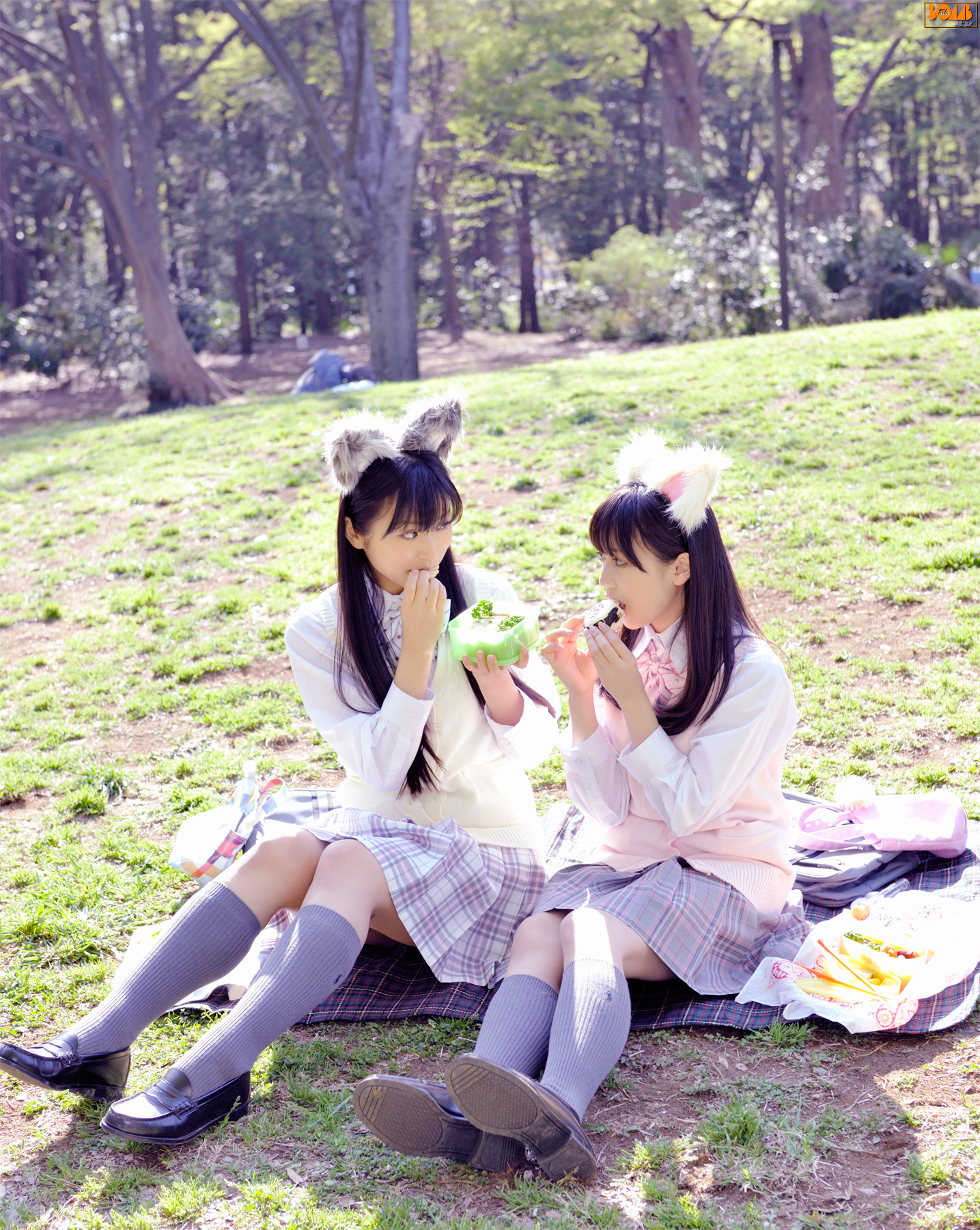 Eat lunch in the park play with bikini and so onThe ultimate cute explosion009