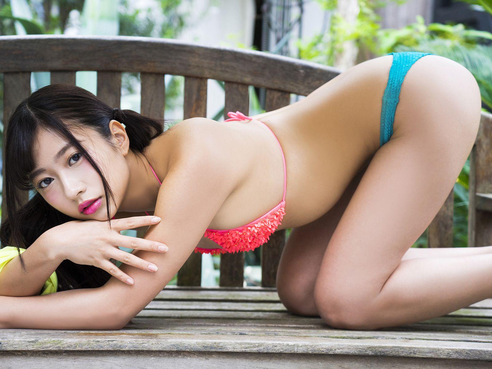 Suitable breast queen013