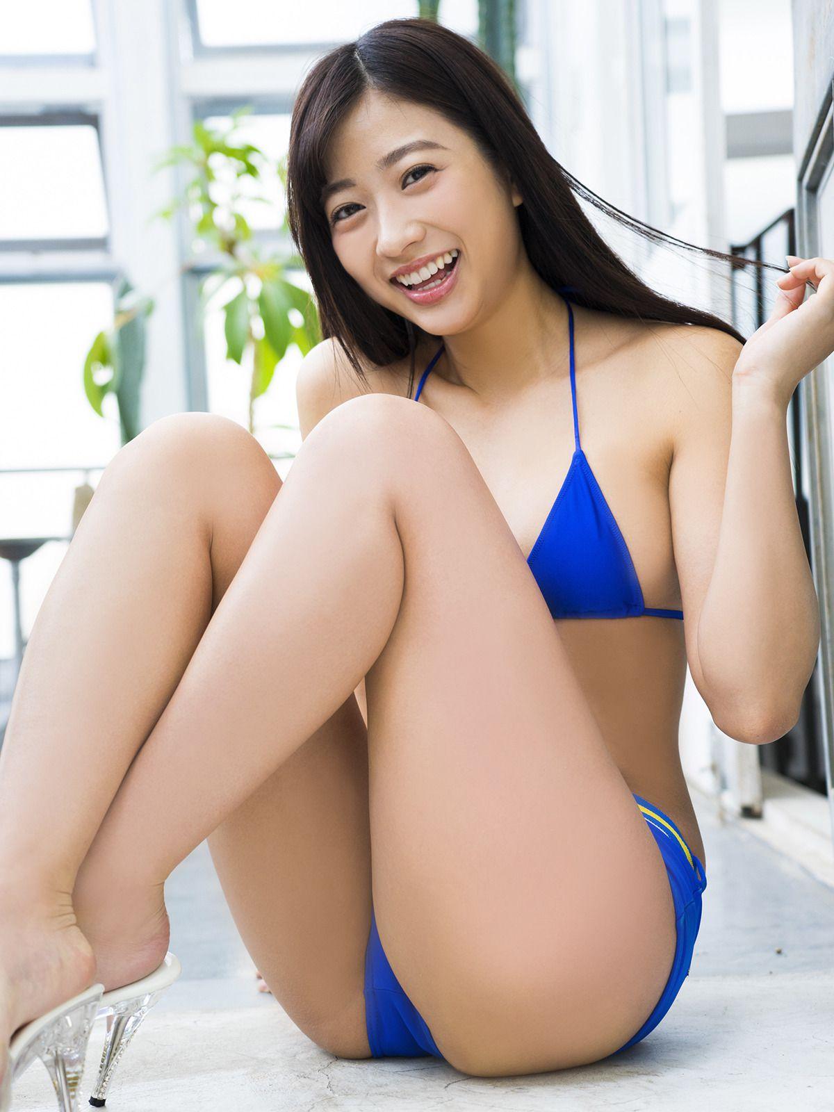 Suitable breast queen017