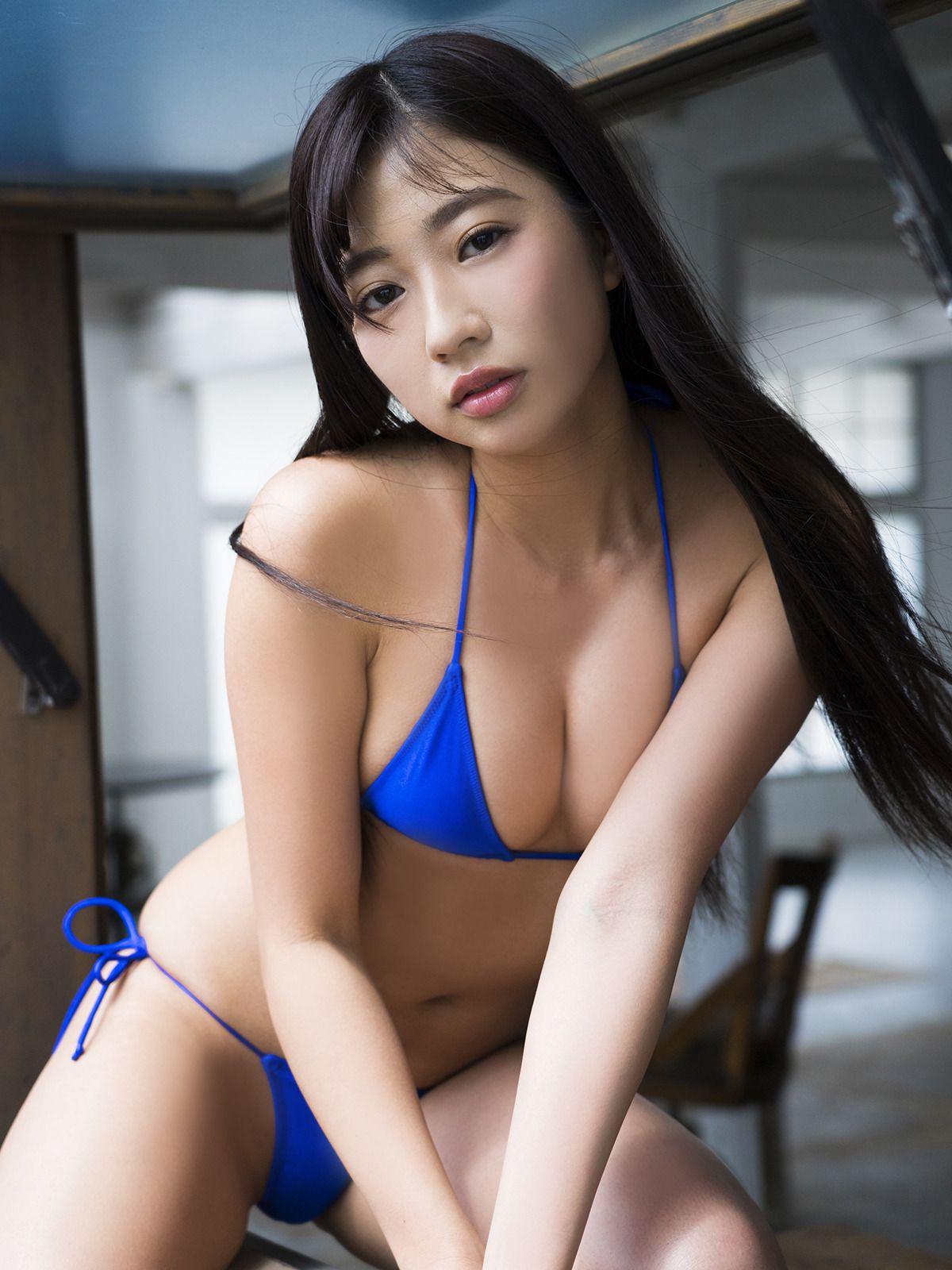 Suitable breast queen028