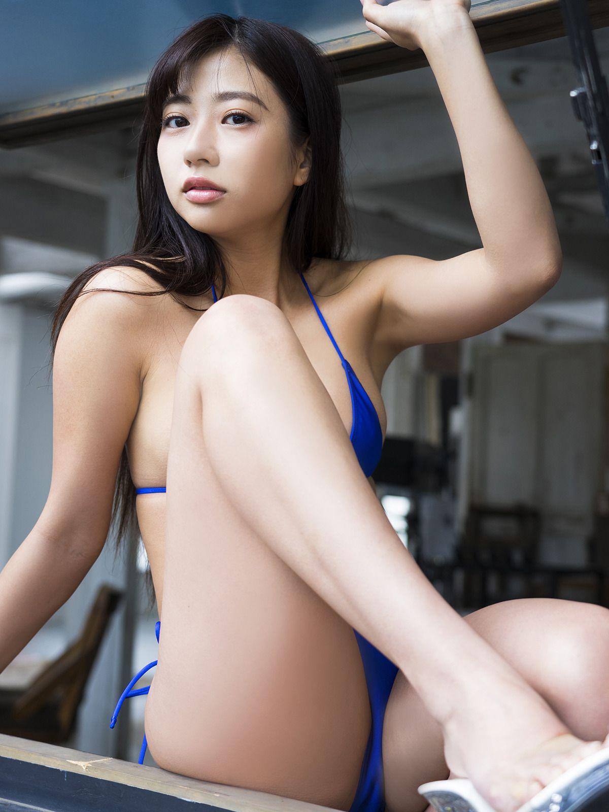 Suitable breast queen029