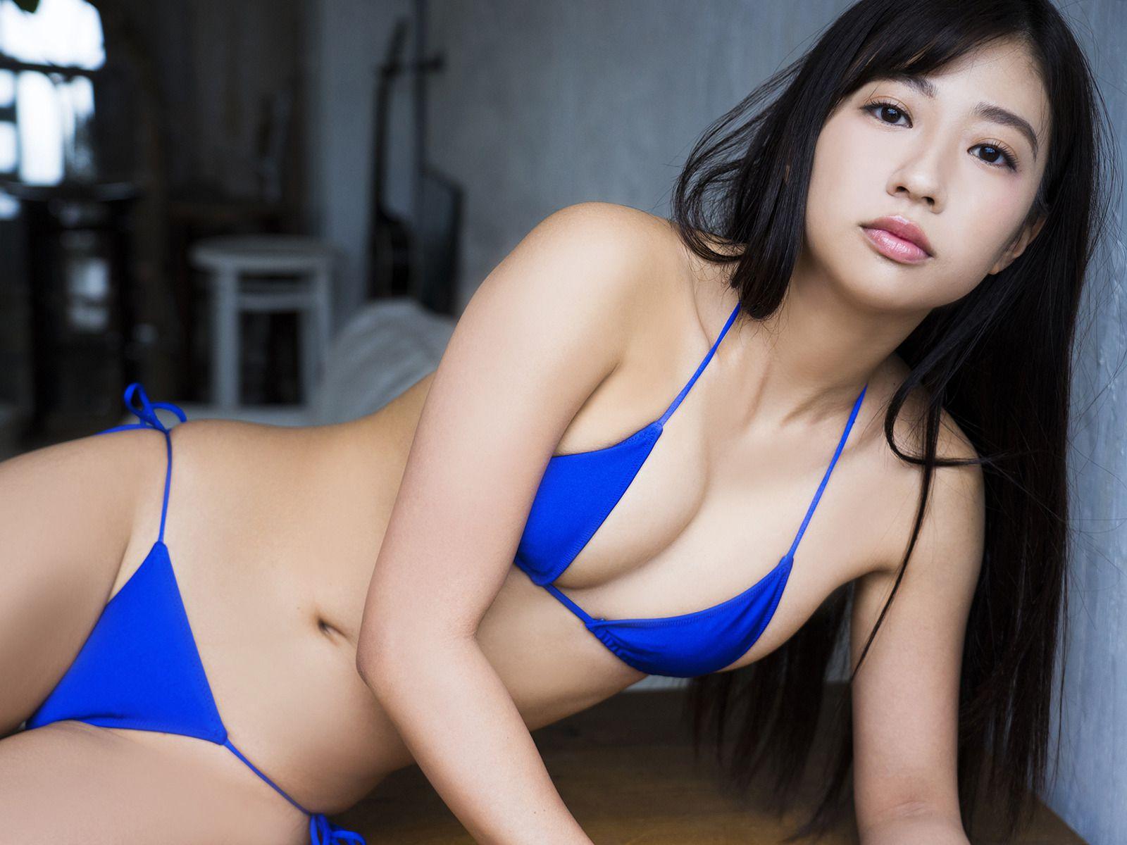 Suitable breast queen032