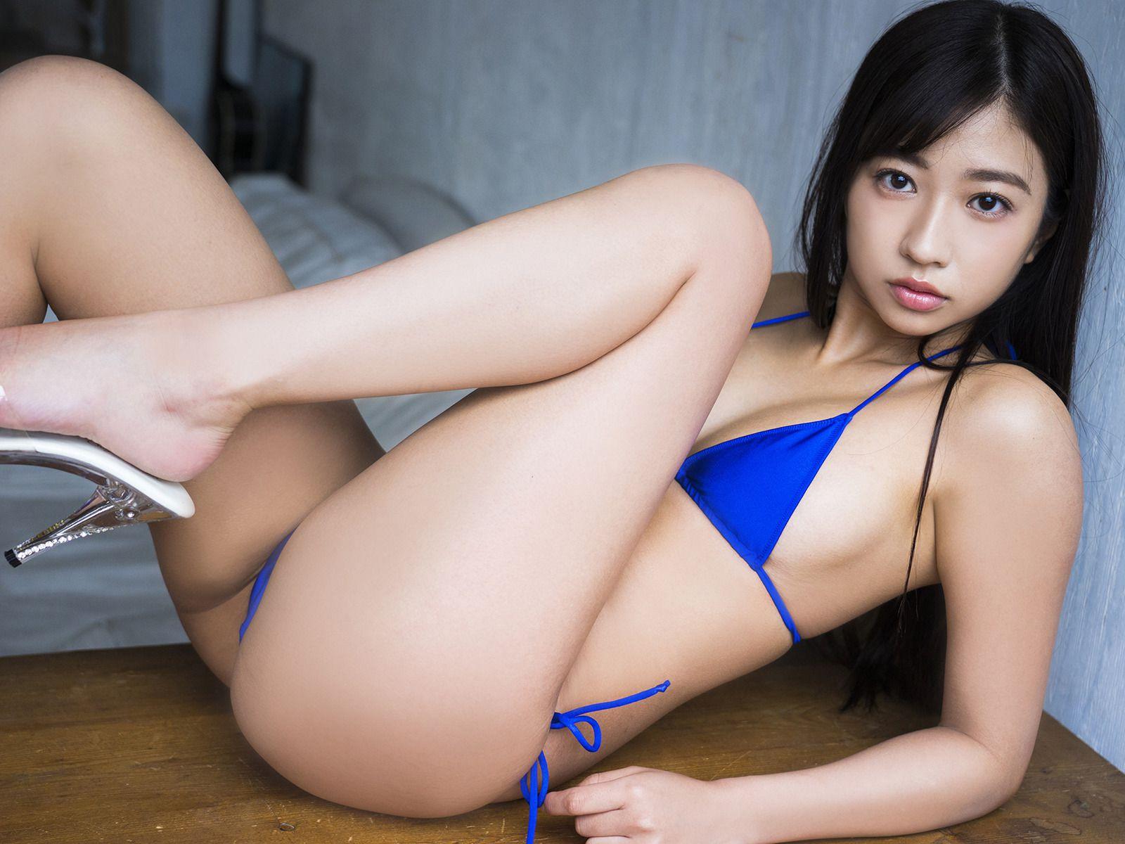 Suitable breast queen035