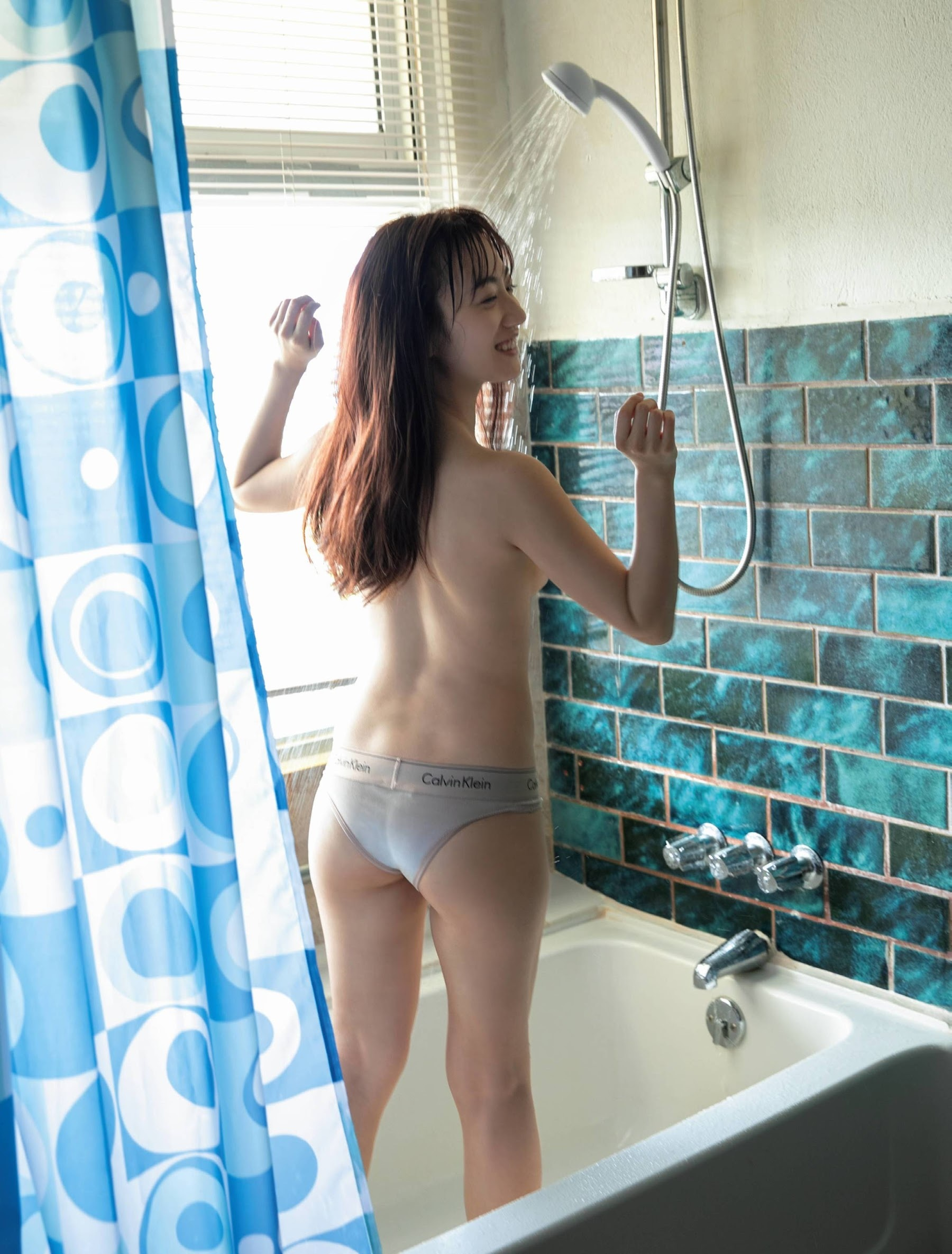 After becoming a leader of an idol grouphe made a big breakthrough as an actress: Yuna Sekine Swimsuit gravure 2020004