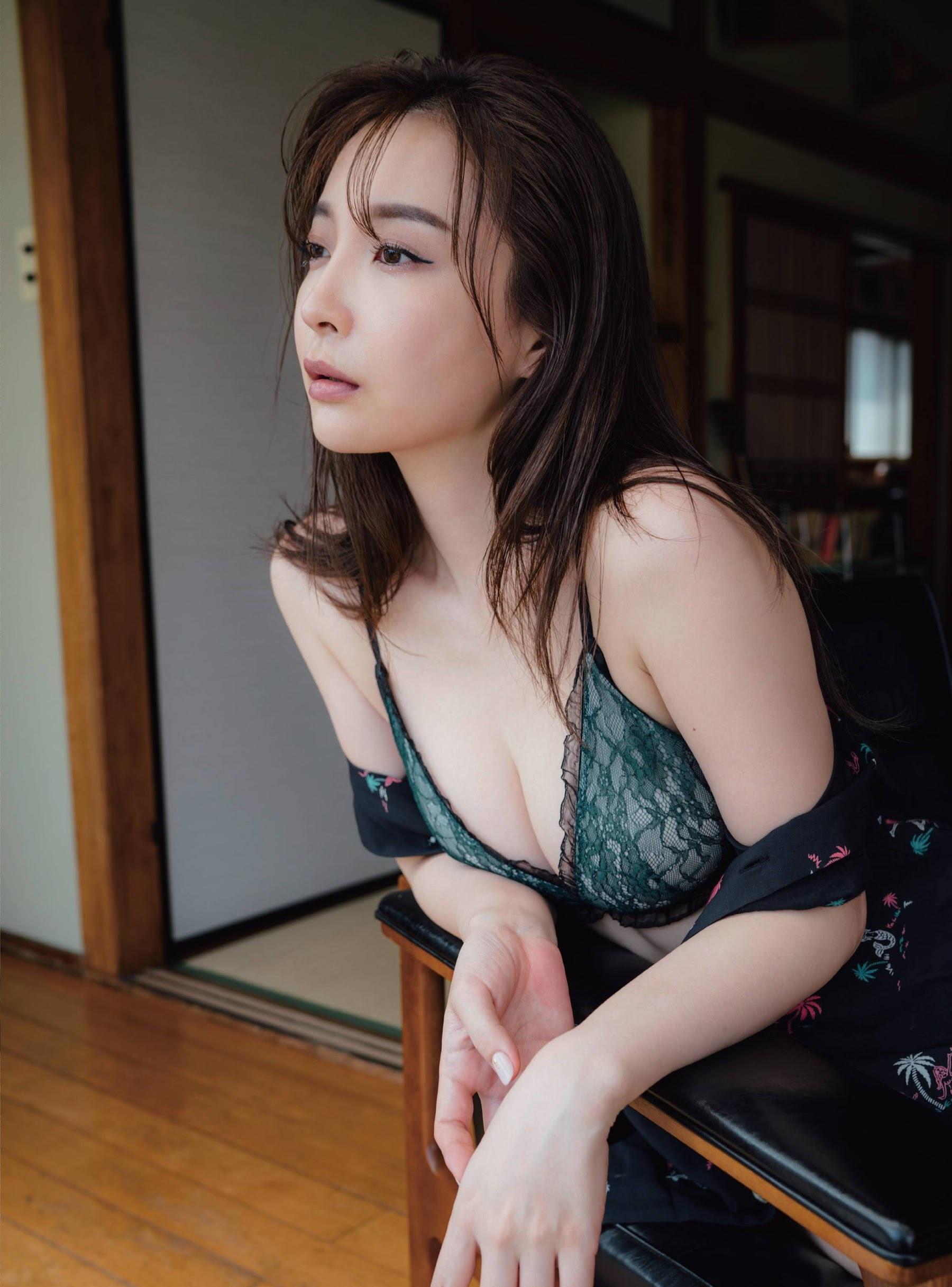 Ultimate beautiful ass Wataru Takeuchi gravure swimsuit picture002