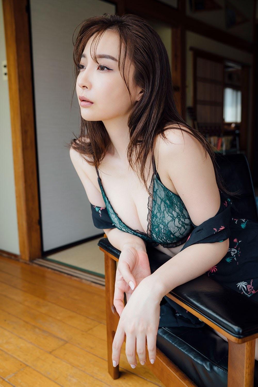 Ultimate beautiful ass Wataru Takeuchi gravure swimsuit picture009